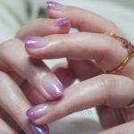 紫のシロップネイル